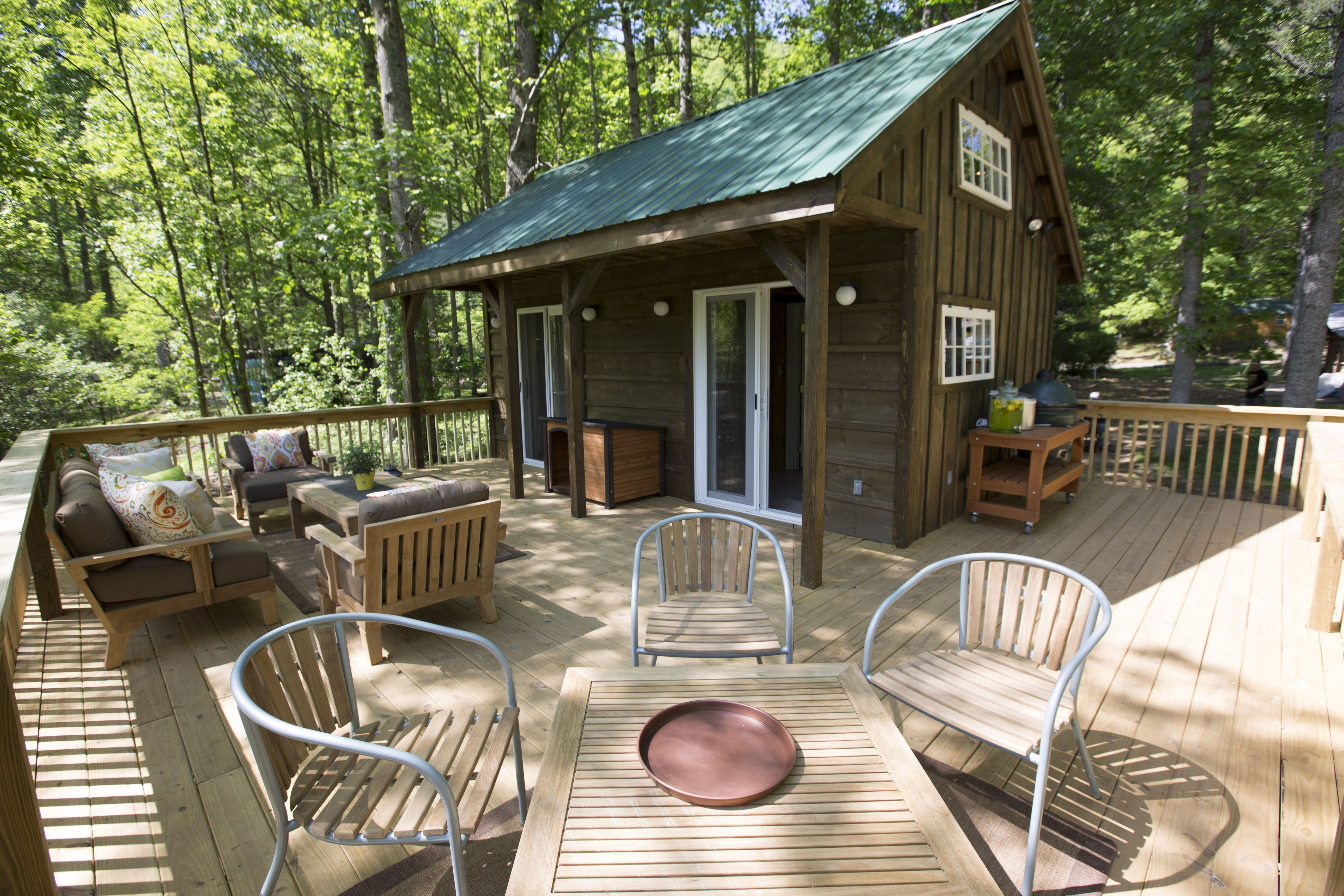 For Extra Space When Living In A Tiny House Have A Large Deck Which Can Double As An Outdoor Kitchen It S A Tiny House Nation Tiny Little Houses Tiny Cabins