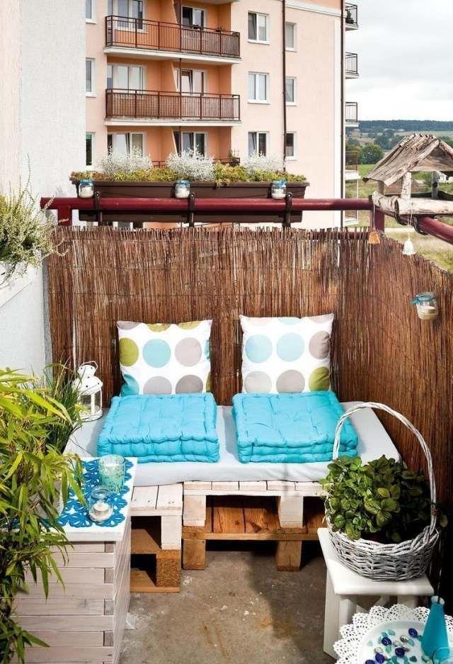 kleiner balkon paletten sofa sichtschutz bambusmatten. Black Bedroom Furniture Sets. Home Design Ideas