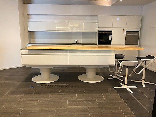 Sonstige Küche weiß Hochglanz auf Füßen mit Glasarbeitsplatte Küche - Küchen Weiß Hochglanz