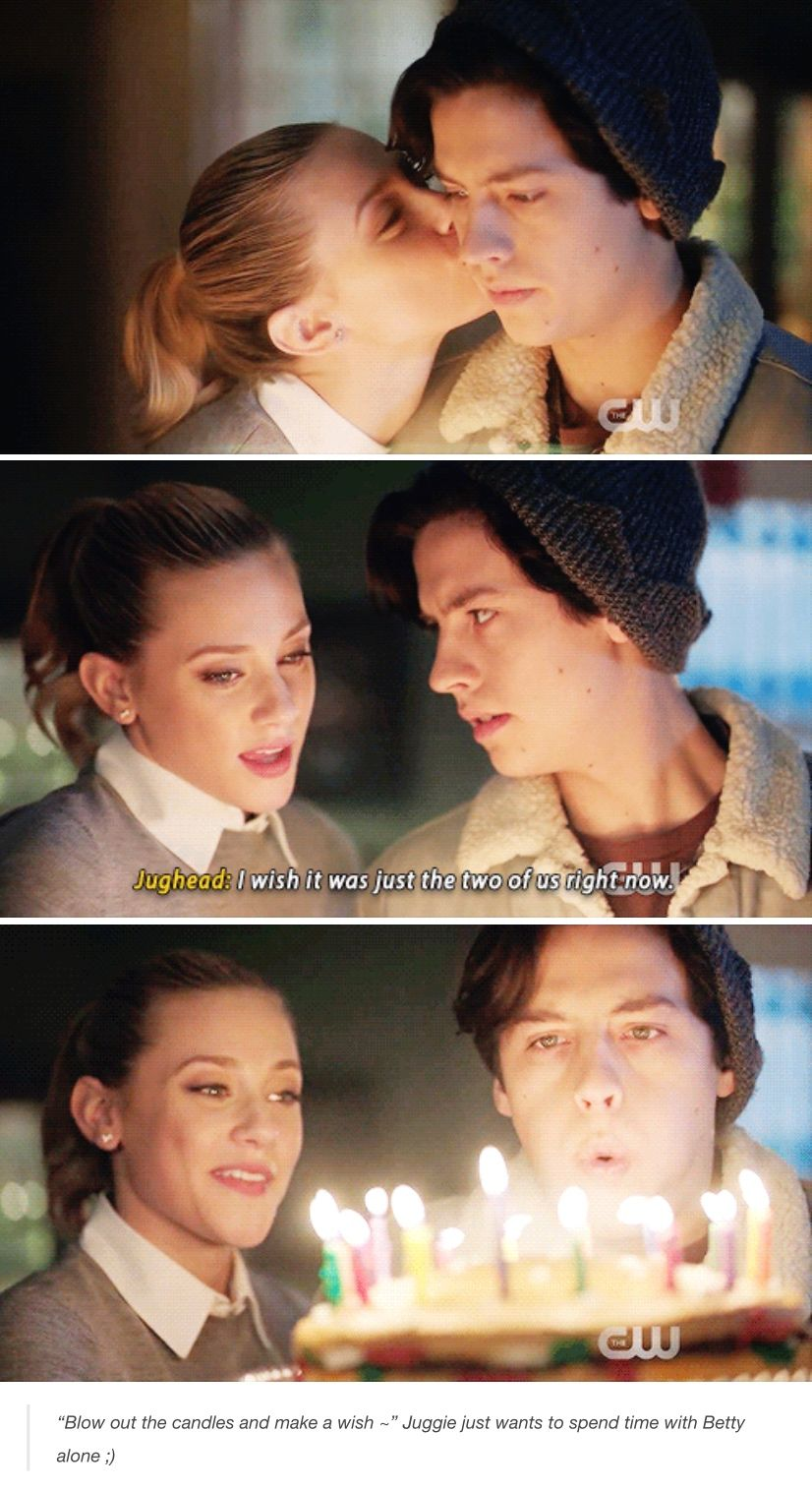 I Live Bettys Little Smile After That -Rose  Bughead In -8985