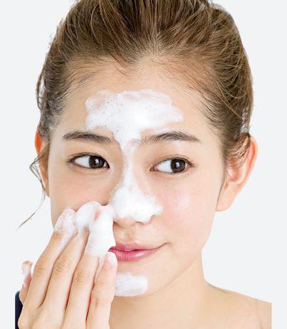 30歳からはじめる、顔の正しい洗い方|ベタつきが気になるTゾーンから ... ベタつきが気になるTゾーンから泡を肌に直接手で触れることのないよう、肌の上で泡を転がすような感覚で汚れを泡に付着させていきます。洗い始めは、乾燥しやすい頰 ...
