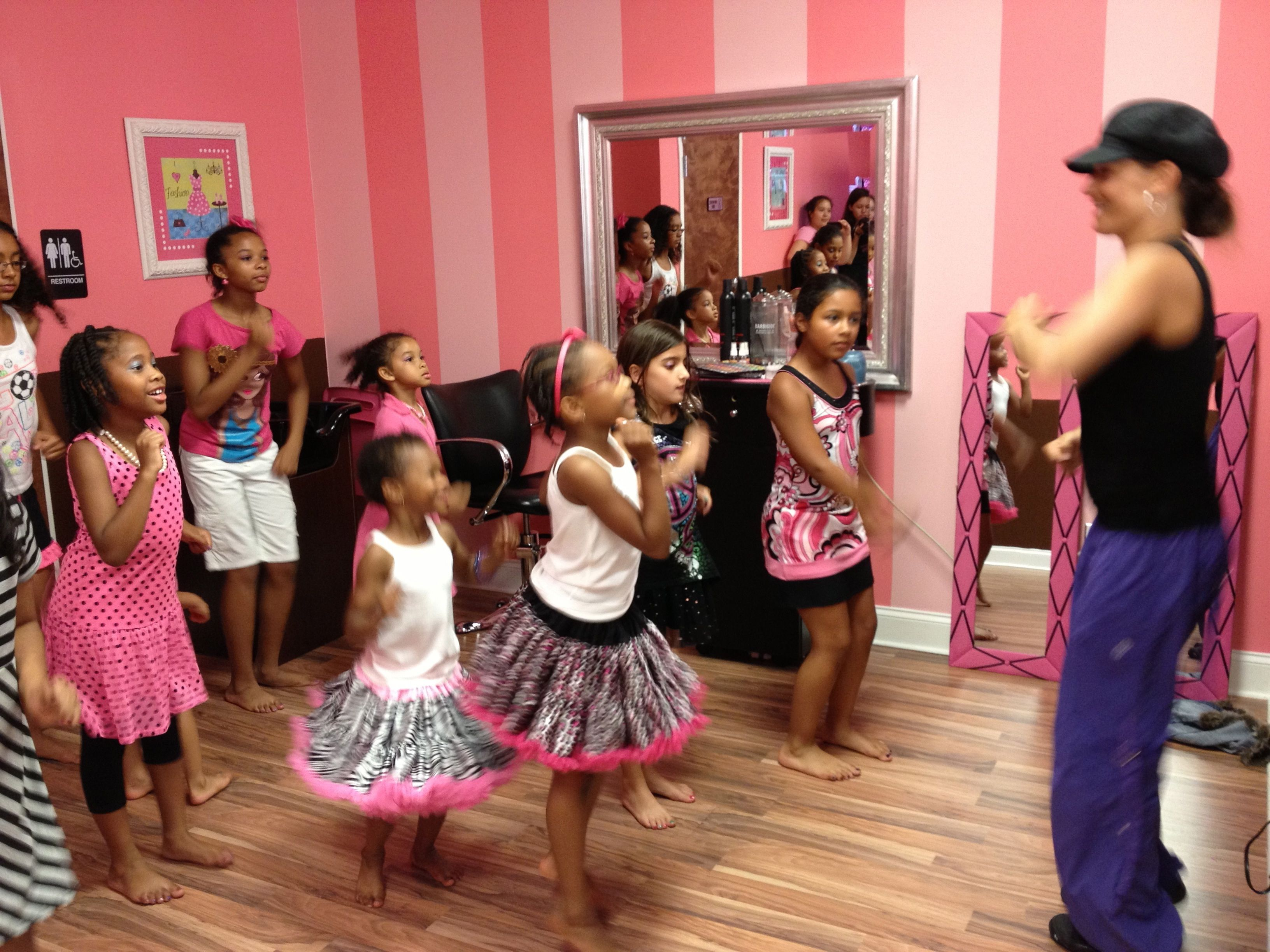 Dance Session With Premier Dance Instructor Ally Ponte Dance Instructor Minecraft Party Party