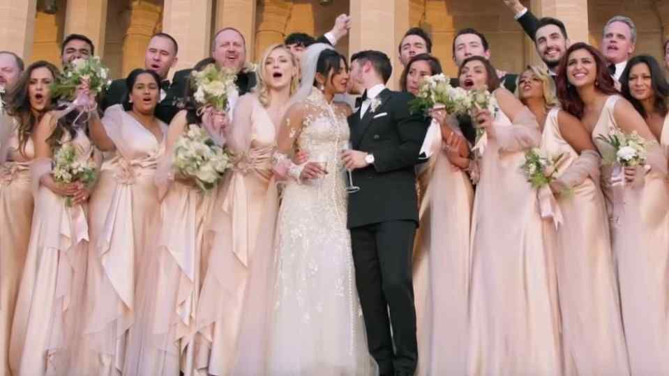 Internet Is Going Crazy As Priyanka Chopra Unveiled 75 Ft Long Wedding Veil Long Veil Wedding Priyanka Chopra