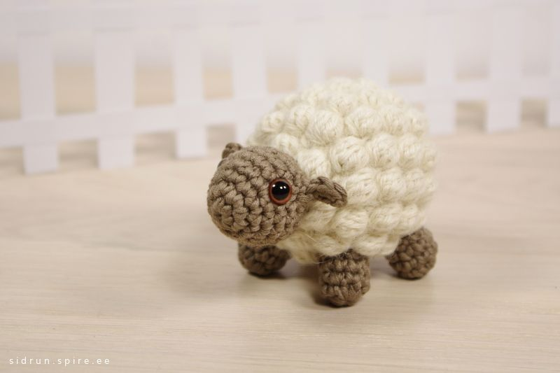 Knitting Small Animals : Free crochet pattern small bobble sheep emma fields