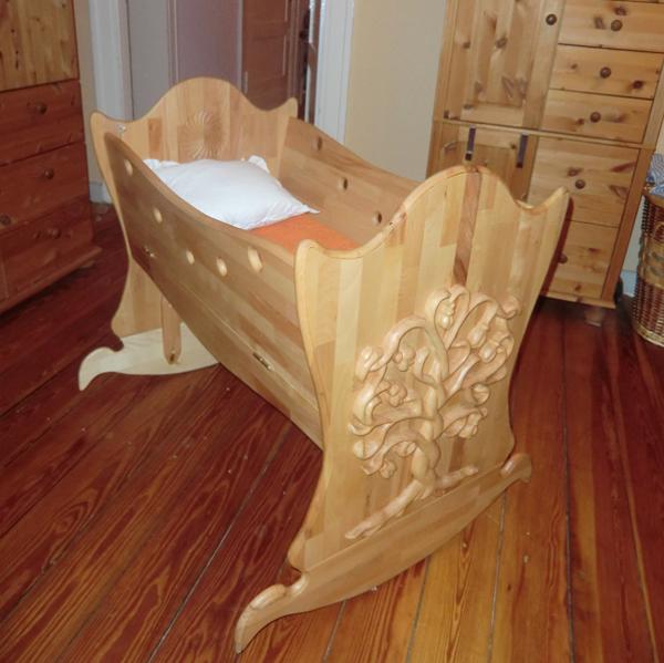 die wohl wunderbarste art einen neuen mitmenschen zu begr en diese einzigartige wiege aus. Black Bedroom Furniture Sets. Home Design Ideas