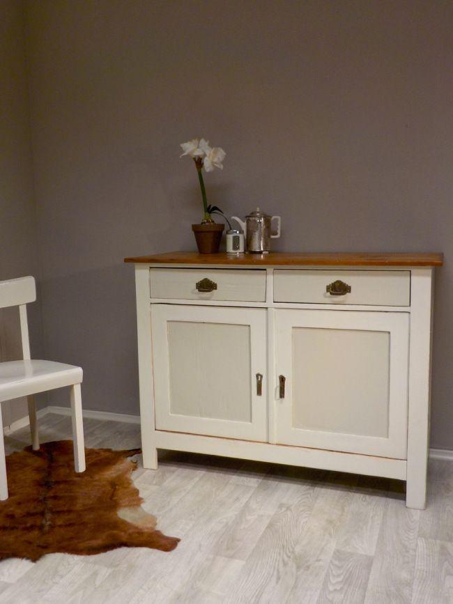 retrosalon k ln wundersch ne aufgearbeitete k chenanrichte in cremewei lichtgrau und teakgold. Black Bedroom Furniture Sets. Home Design Ideas
