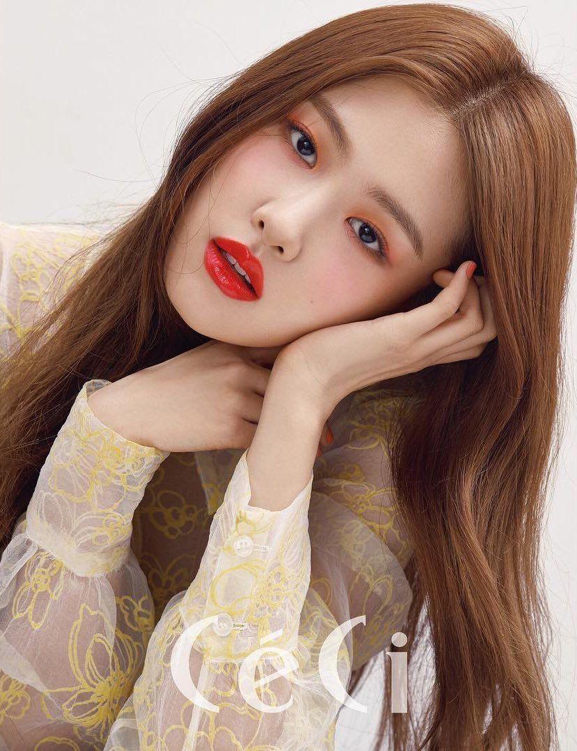 Jennie Jisoo Lisa Rose Blackpink Hairstyle Concert Magazine