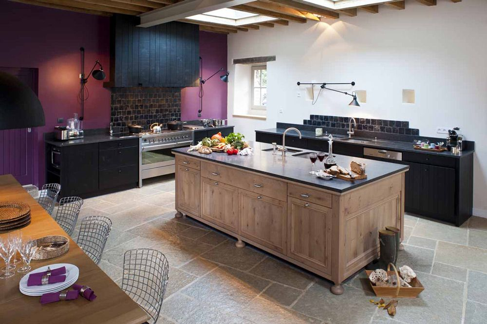 cuisine en chene massif teintes noires ambiance. Black Bedroom Furniture Sets. Home Design Ideas