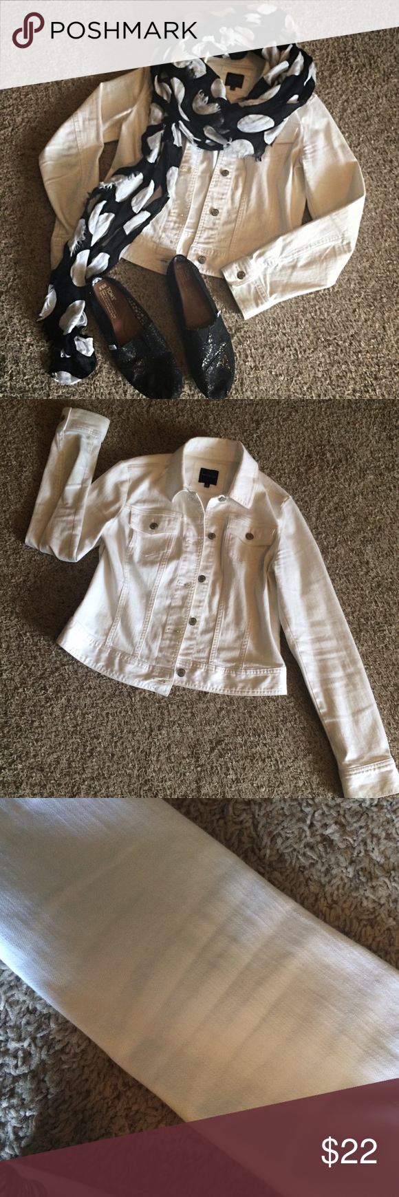White Jean Jacket The Limited white Jean jacket! Only worn a handful of times. It is in wonderful condition (but has slight discoloration on the sleeves shown in one of the pictures). Snag this adorable jacket for Fall!🍂🎃 The Limited Jackets & Coats Jean Jackets