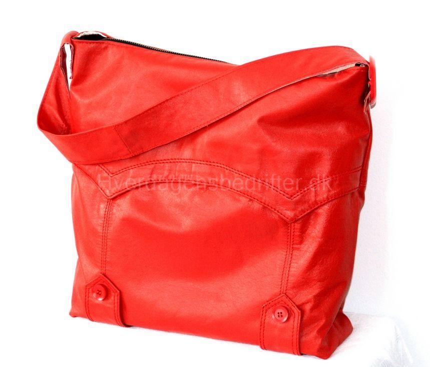 czerwona torebka uszyta z kurtki skorzanej :-) En rød taske syet af en læderjakke :-) A red bag sewn of a leather jacket :-)