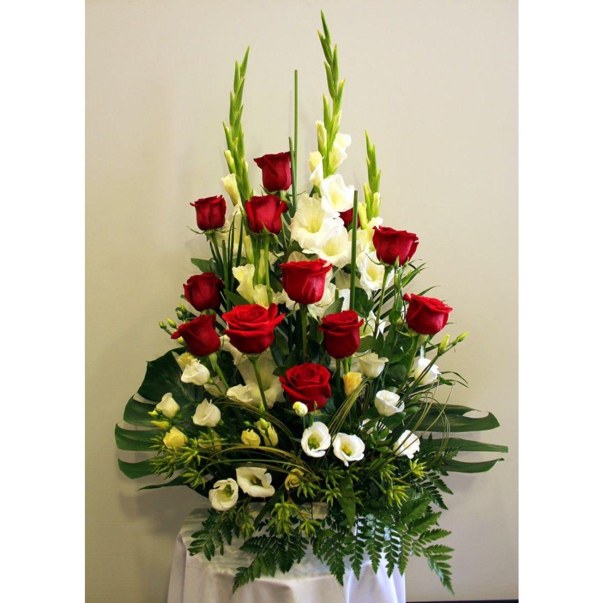 Centro de rosas gladiolos y lisantum 75 iglesias y - Centros de flores naturales ...