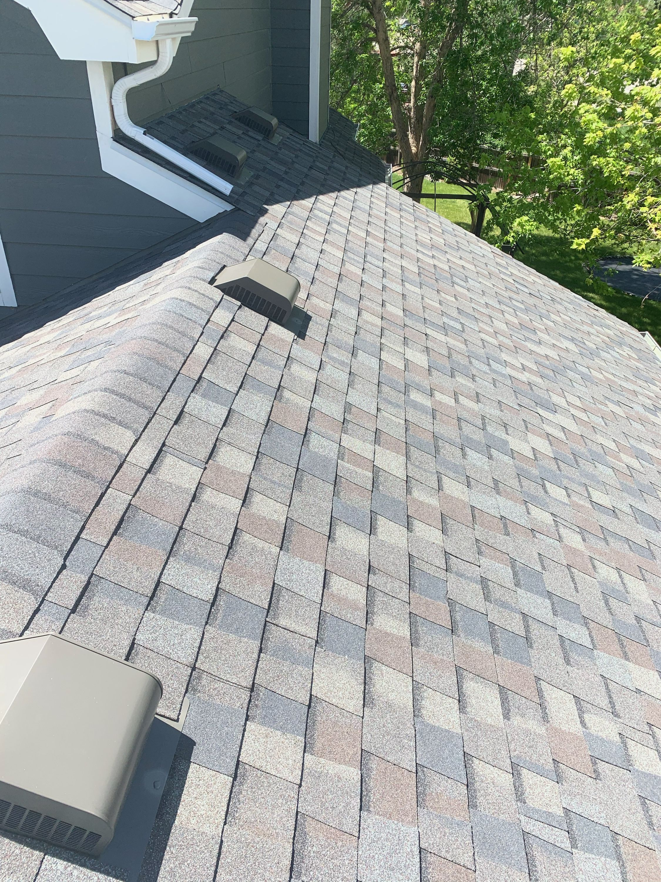 Certainteed Northgate Driftwood In 2020 Residential Roofing Certainteed Roofing Contractors