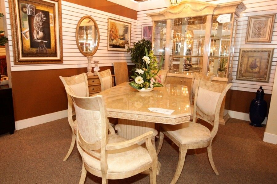 Dining Table W 6 Chairs Hutch