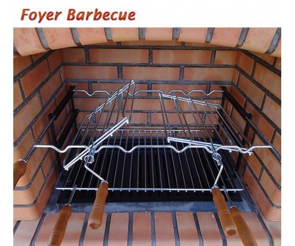 D tails sur barbecues en brique rouge avec foyer en acier - Grille pour barbecue sur mesure en acier inox ...