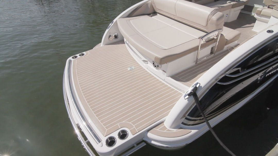Formula 290 Bowrider The Newly Designed Fixed Swim Platform Features Multiple Cup Holders And A Control For The Stereo Syste Bowrider Vinyl Deck Boat Interior