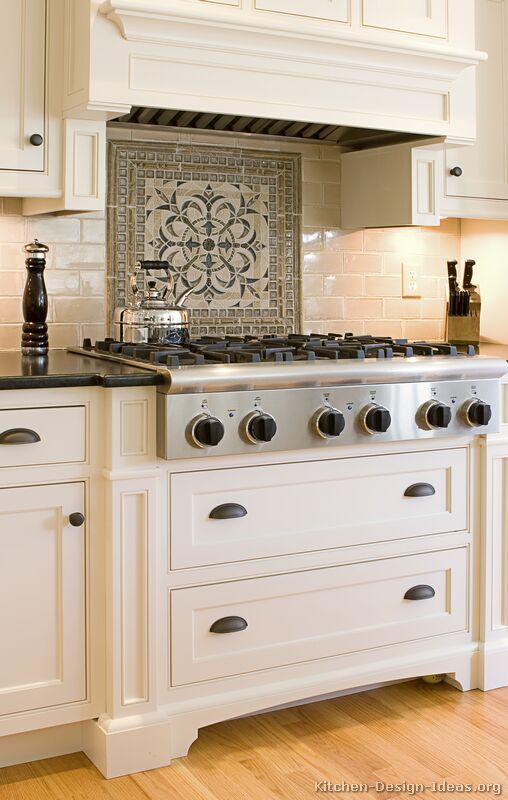 Love this backsplash design over stove and simple hood Kitchen