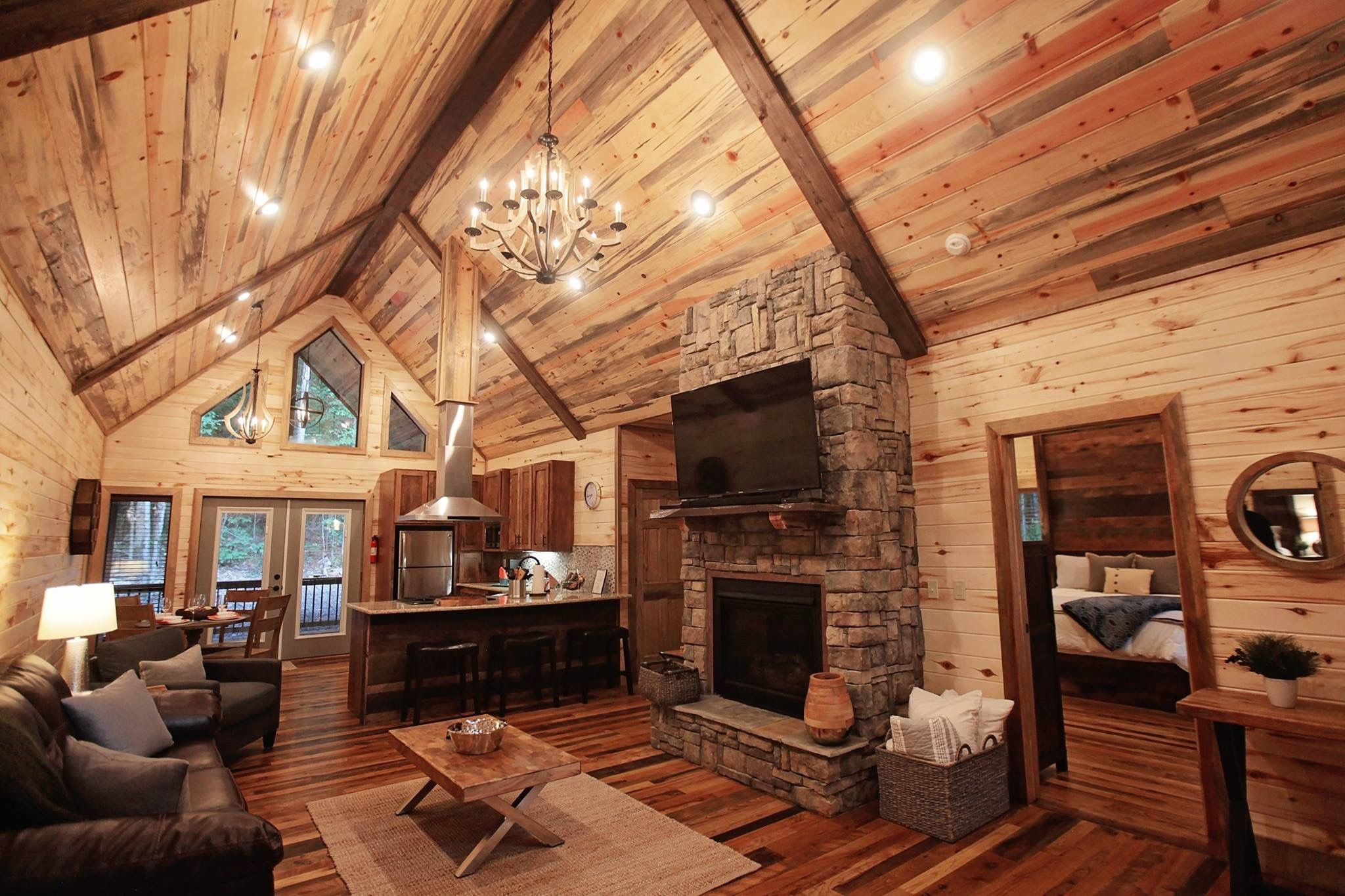 Rustic Retreat Is A Custom Luxury Cabin With Two Master Suite Bedrooms  Designed For Those Who Want Top Of The Line Amenities, Seclusion, U0026 Luxury.