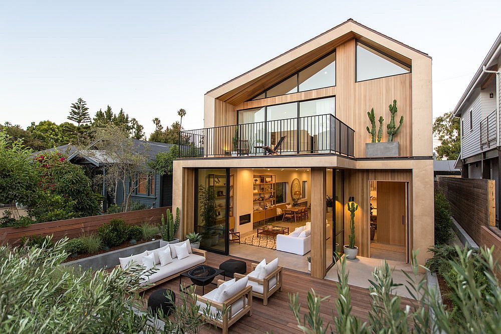 Delightful Scandinavian Style Venice Beach Residence In Wood And White Wooden House Design House Designs Exterior Facade House