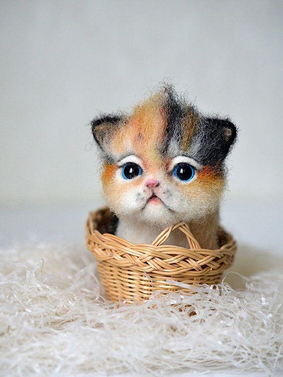 Needle Felted Little Kitten Tiny Cute Cat Ot Fenekdolls Na Etsy Cute Piglets Tiny Kitten Little Kittens