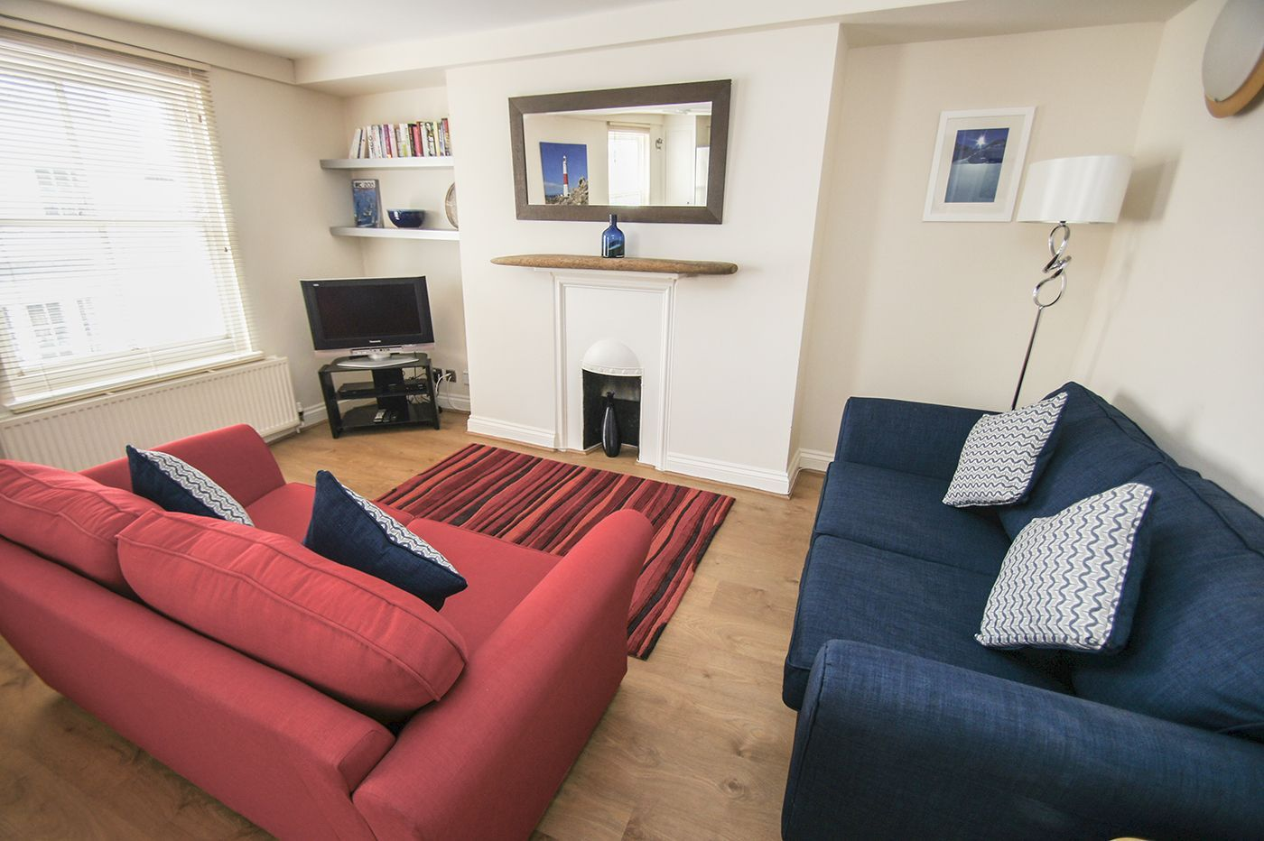 CAVENDISH APARTMENT: Cosy and bright one bed apartment right in the heart of vibrant St James's Street. With bars, cafes, shops and restaurants right on your door step, you will make the most of what Kemptown has to offer. http://www.brightonholidaylets.com/holiday-homes/brighton/cavendish-apartment/207110/