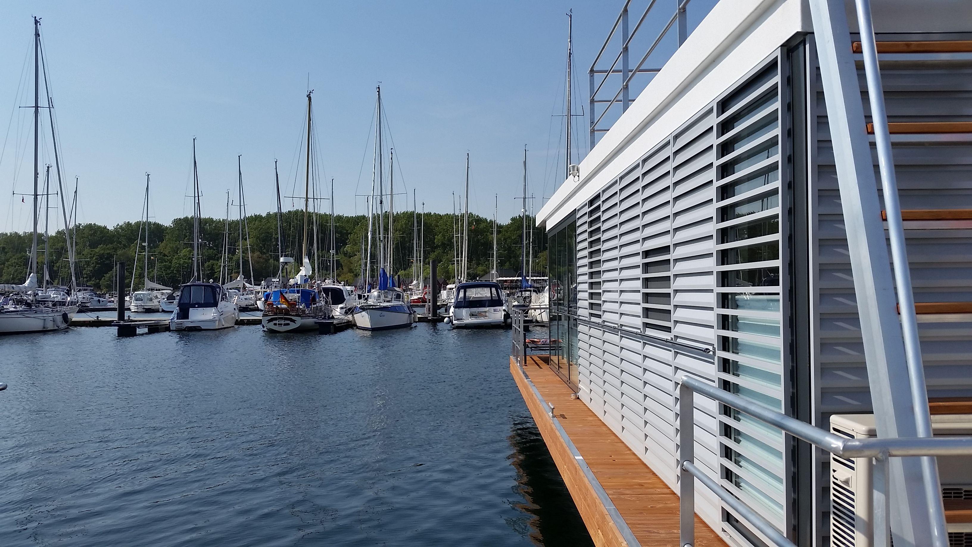 Hausboot als Ferienhaus an der Ostsee, Flensburger Förde