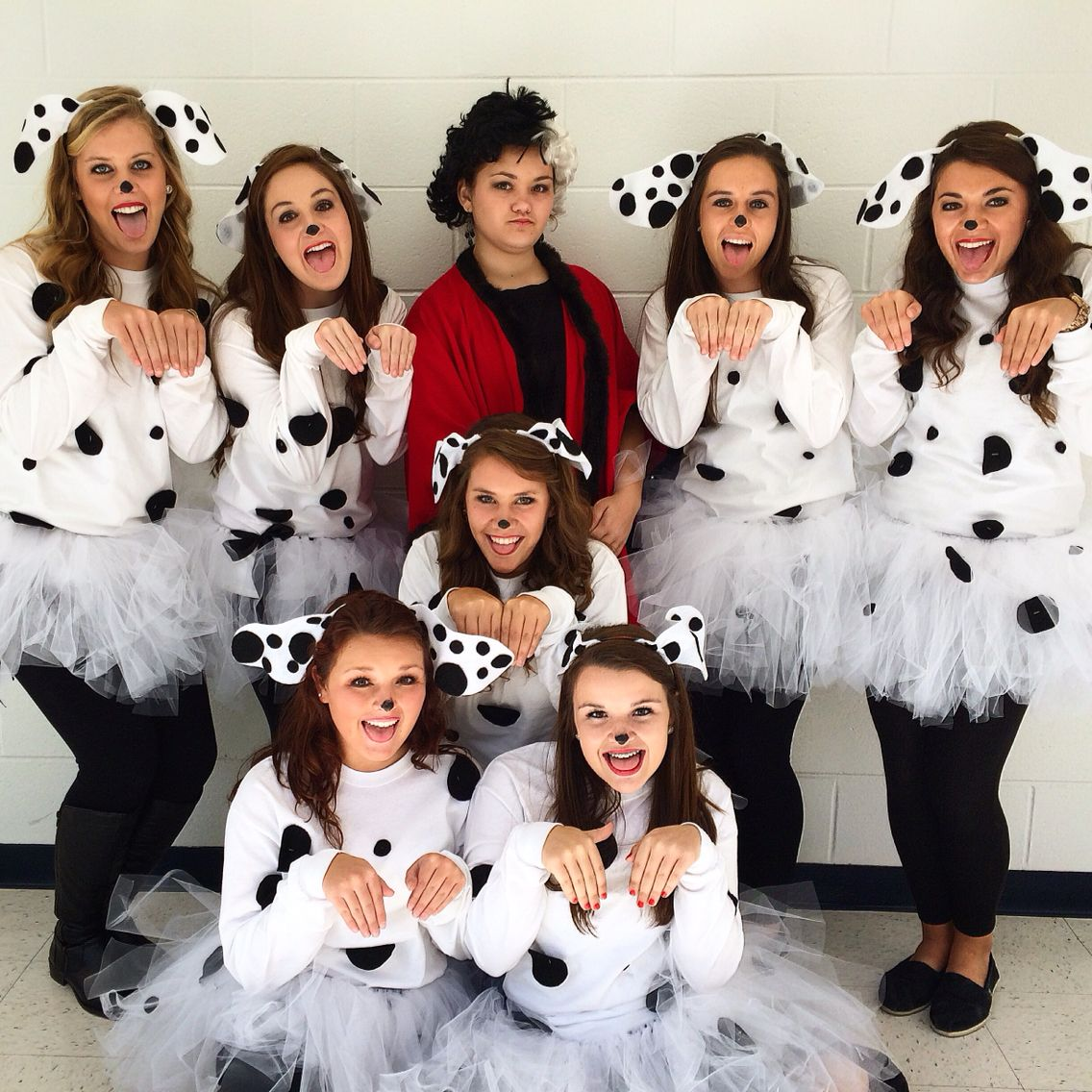 diy 101 dalmatian costumes for spirit week or for a halloween costume spiritweek costume my. Black Bedroom Furniture Sets. Home Design Ideas