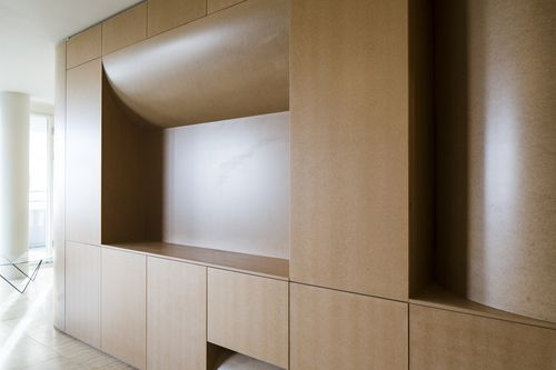 Amsterdam - This project features a sculptural volume in the middle of the floorplan, defining the spaces around. Every side of the volume has its own function. Inside the volume the batroom is situated. The volume is designed to be very sculptural but functional as well. It containes a lot of cabinet space, wardrobe and kitchen. //