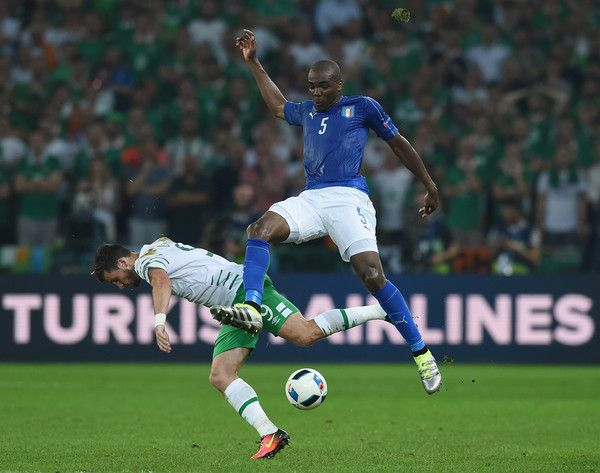 Shane Long of Republic of Ireland and Angelo Ogbonna of Italy compete for the ball during the UEFA EURO 2016 Group E match between Italy and Republic of Ireland at Stade Pierre-Mauroy on June 22, 2016 in Lille, France.