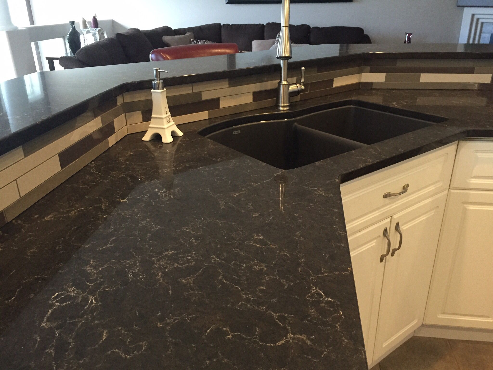 Quartz Countertop Prices Canada Caesarstone Woodlands Quartz Countertop With Angora Segment Random