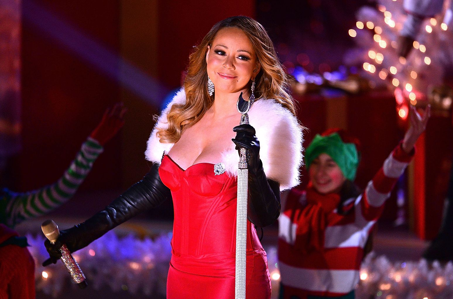 Here Are The Lyrics To Mariah Carey S All I Want For Christmas Is You Mariah Carey Celebrities Mariah