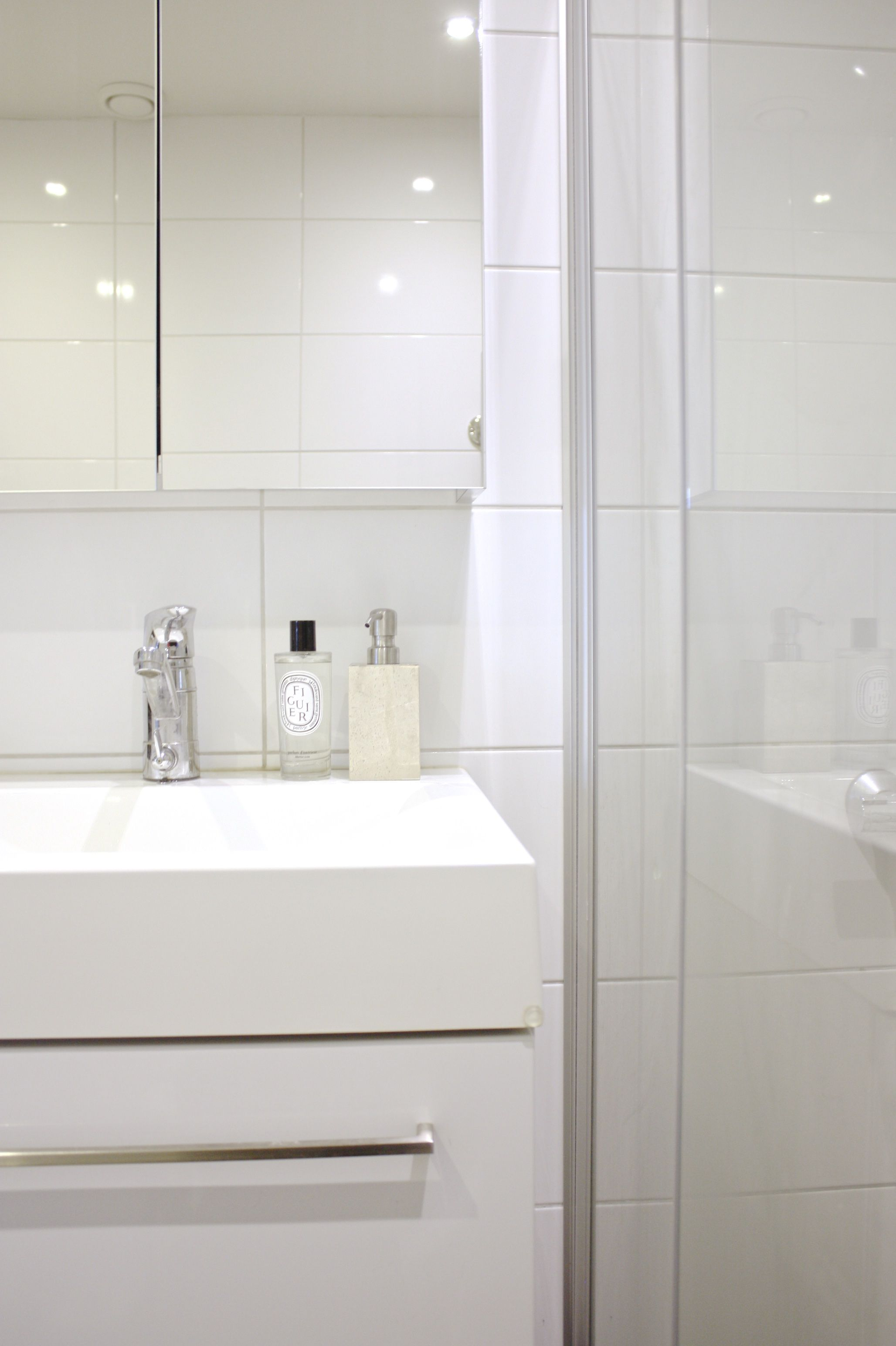 suuri kylpyhuonekatsaus kaikki kylpyhuone ja sisustus. Black Bedroom Furniture Sets. Home Design Ideas