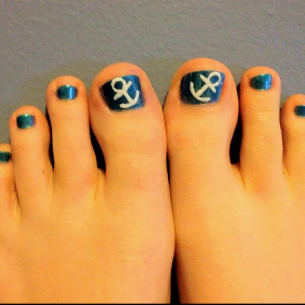 Awh Anchor toe nails are #socute have to try this :-)    @Stacey McKenzie Thomas
