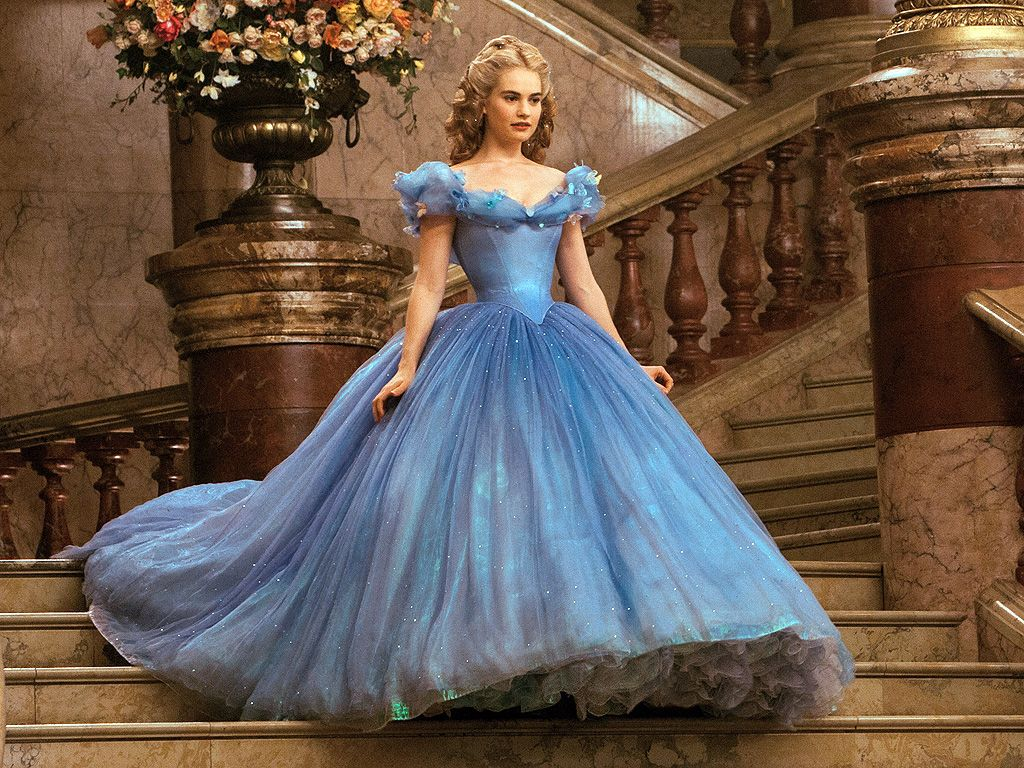 vestidos de películas de Hollywood Lily James en Cenicienta