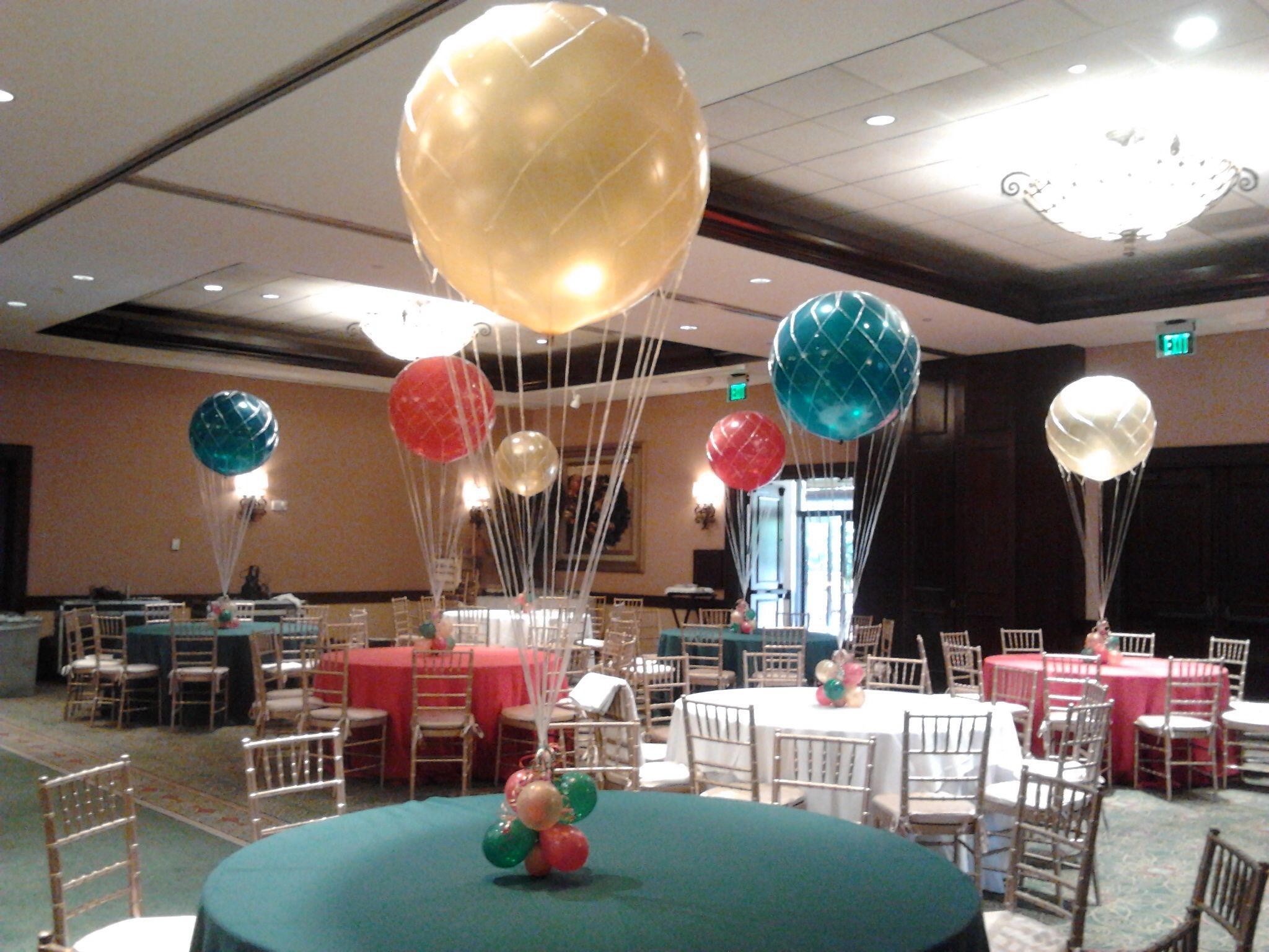Hot air style helium balloon centerpieces with jumbo 36 for Balloon decoration ideas no helium