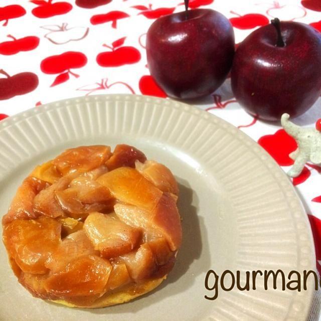 始めて タルトタタンを作ってみた♪ りんごの皮むきなし…のズボラで(≧∇≦) 生地に アーモンドと松の実入ってて、これが香ばしくて 美味しかったよー♡(>◡<)♡ - 136件のもぐもぐ - タルトタタン by gourmand