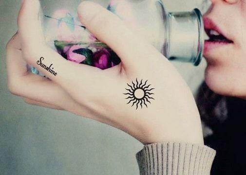Finos Y Simbolicos Tatuajes De Soles Pequeños Tatoo Tattoos Sun