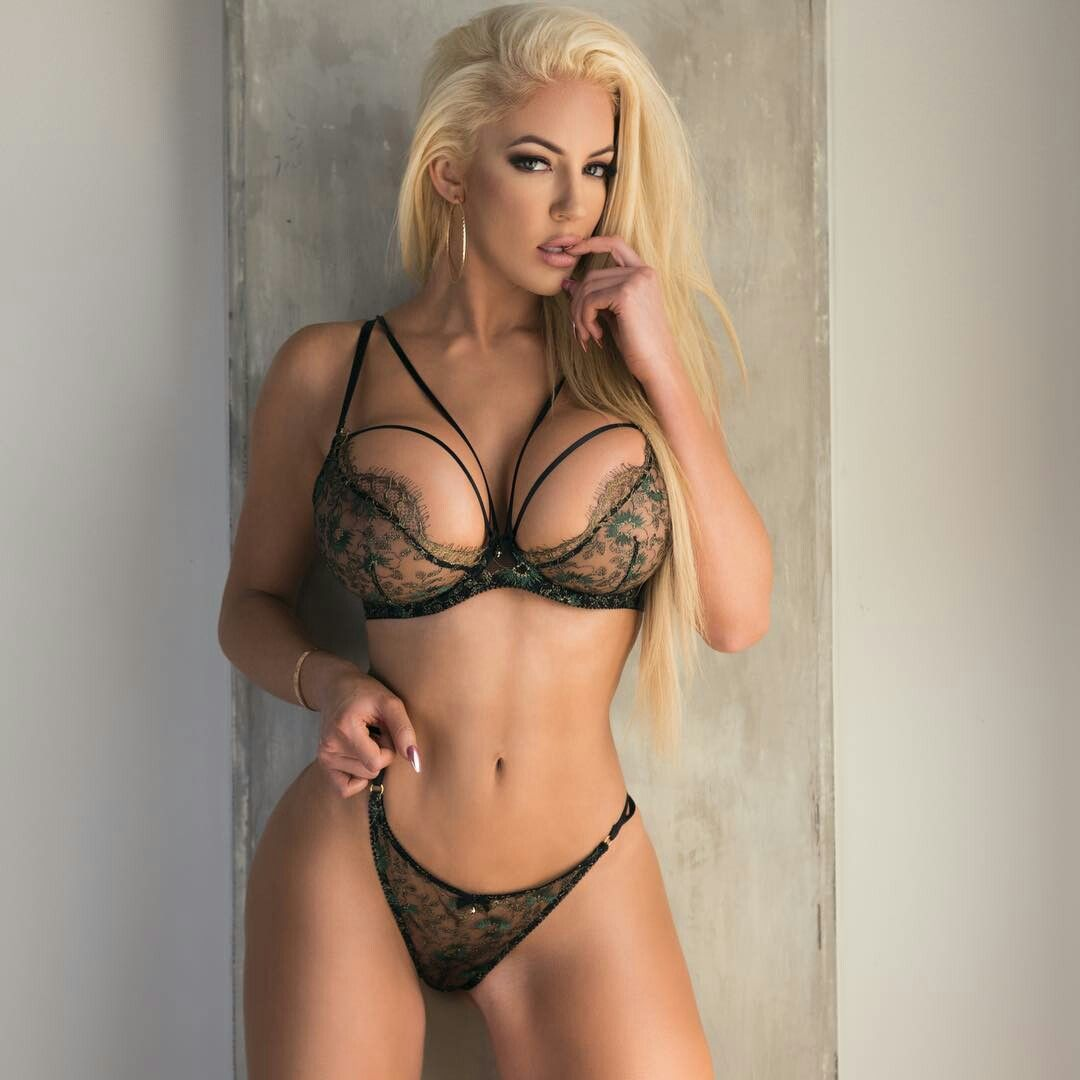 Sexy blonde headed naked girls