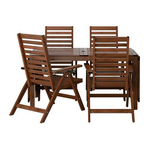IKEA - ÄPPLARÖ, Bord + 4 regulerbare stoler, utend, brunbeiset, , Klaffene kan felles ned og tas av, du kan raskt tilpasse bordets størrelse etter behov.Du kan plassere en parasoll i hullet midt i bordplaten.Du kan gjøre stolen enda mer komfortabel og personlig ved å legge til ei pute i den stilen du liker.For ekstra holdbarhet, og for at du skal kunne glede deg over treets naturlige uttrykk, er møbelet forbehandlet med flere lag halvtransparent beis.