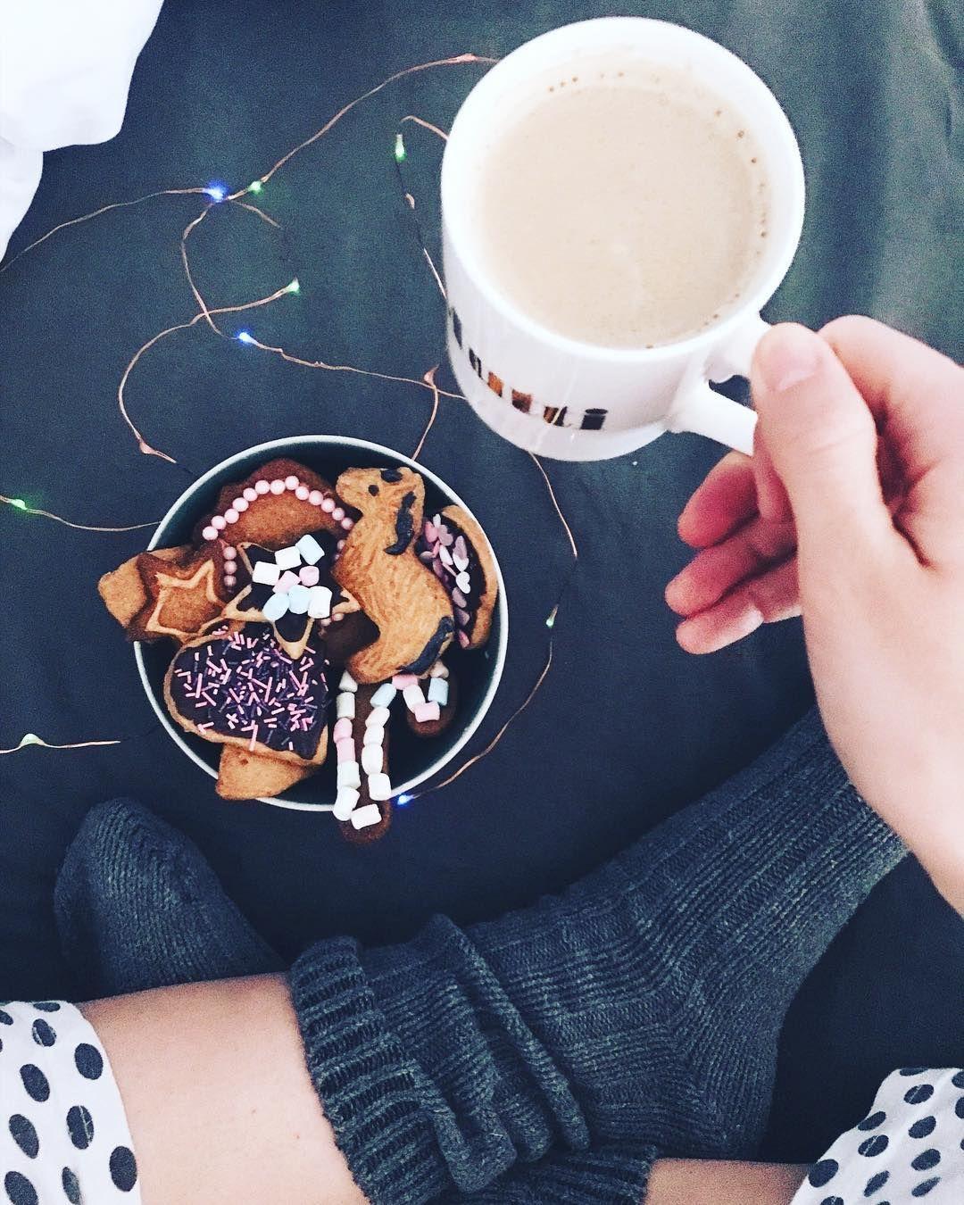 Anzeige Advent Advent Das Erste Lichtlein Brennt Und Passend Dazu Wird Der Erste Kaffee Des Tages Zusa Weihnachtsplatzchen Fruhstuck Im Bett Sonntag Morgen