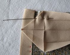 Poser un biais et poser un biais dans un angle astuce couture pinterest biais angles - Coudre un biais en angle ...