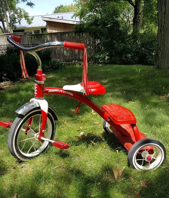 bc49226bbbd This Radio Flyer 12-inch Classic Red Tricycle has a retro style and is from  the 1990s. Radio Flyer continues to manufacture this retro trike for each  ...