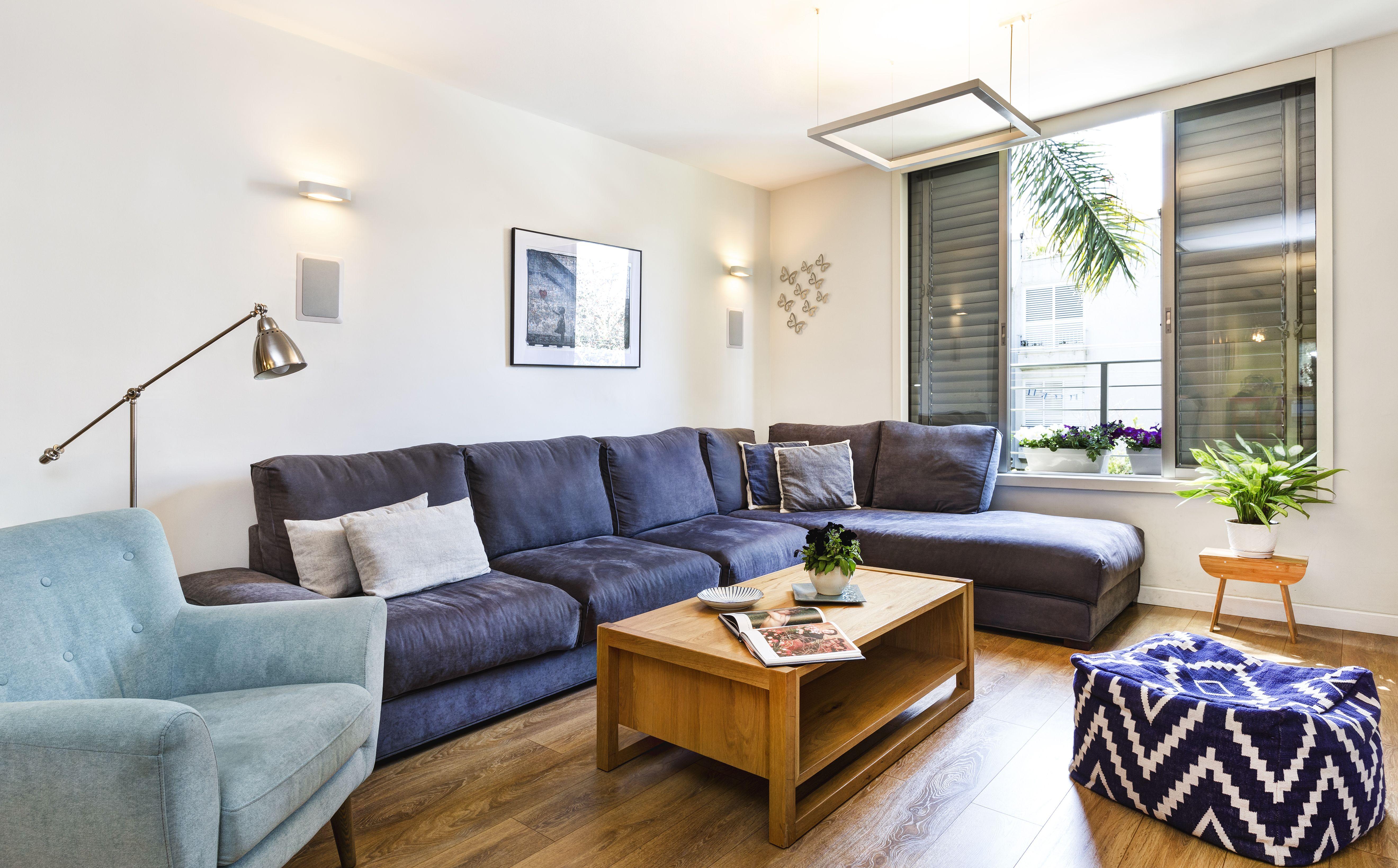 Modern Living Room Design In Tlv/blue /designed By Avital Taran Cohen. Photo