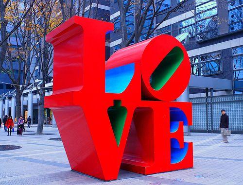 "Robert Indiana's ""Love"" at Shinjyuku Tokyo"