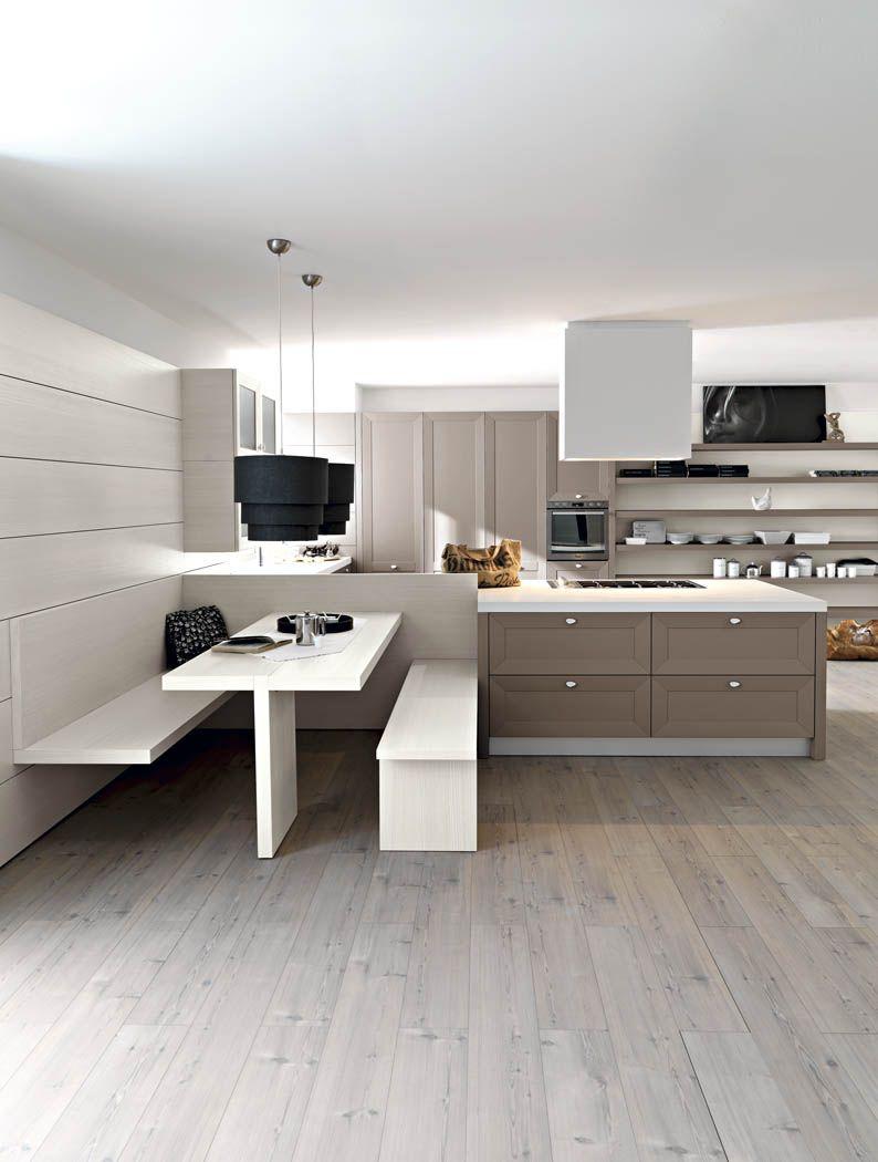 Un tavolo una panca sospesa e una panca la cucina - Panca da interno ...