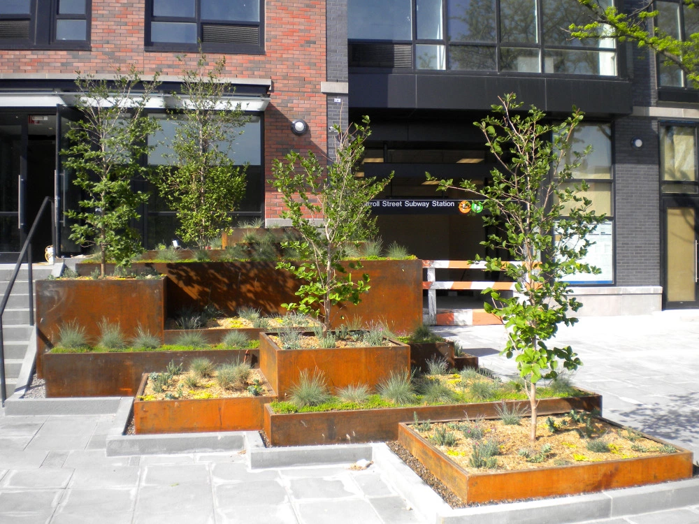 Photo of Carroll Gardens, Brooklyn: Raised planting beds created from corten steel provid…