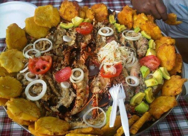 Plat d 39 une friture haitienne faite de fruits de mer de for Cuisine haitienne