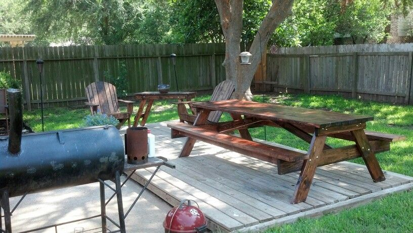 8ft Picnic Table And Adirondack Chairs
