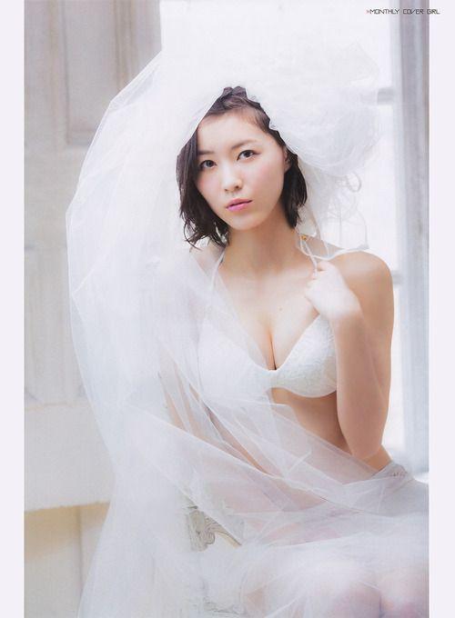 水着にウエディング姿の松井珠理奈さん