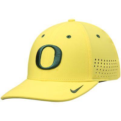 58077e613aa Oregon Ducks Nike Dri-FIT Sideline Swoosh Flex Hat - Yellow