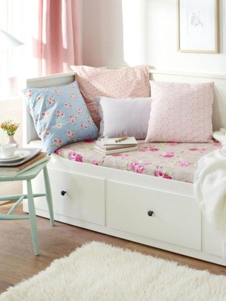 traumhaft 4 diy ideen mit romantischen blumenprints wohnen in pastell. Black Bedroom Furniture Sets. Home Design Ideas